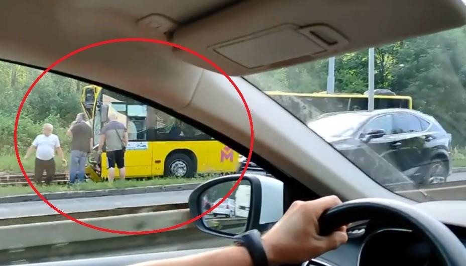 Bytom: Samochód zderzył się z autobusem.