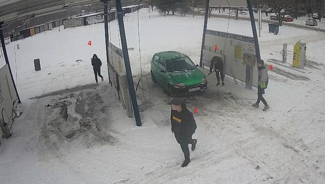 Katowice: Zniszczyli myjnię samochodową.