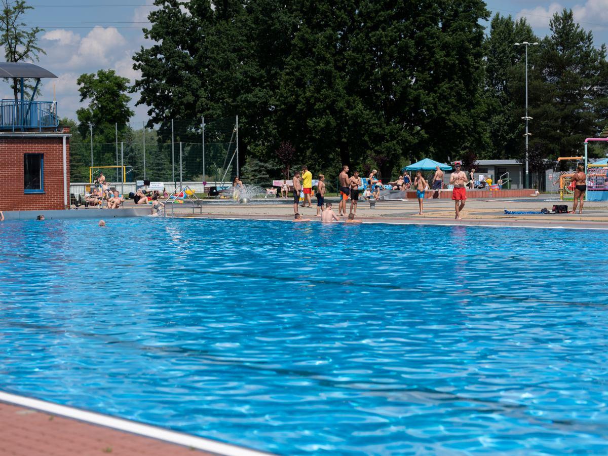 Katowice: Zmarł mężczyzna na basenie Bugla.