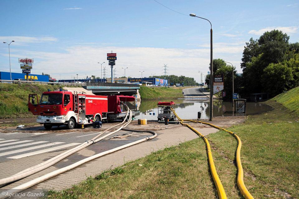 Katowice: Burza zalała drogę