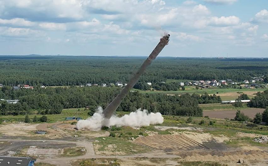 Wysadzono 130 metrowy komin